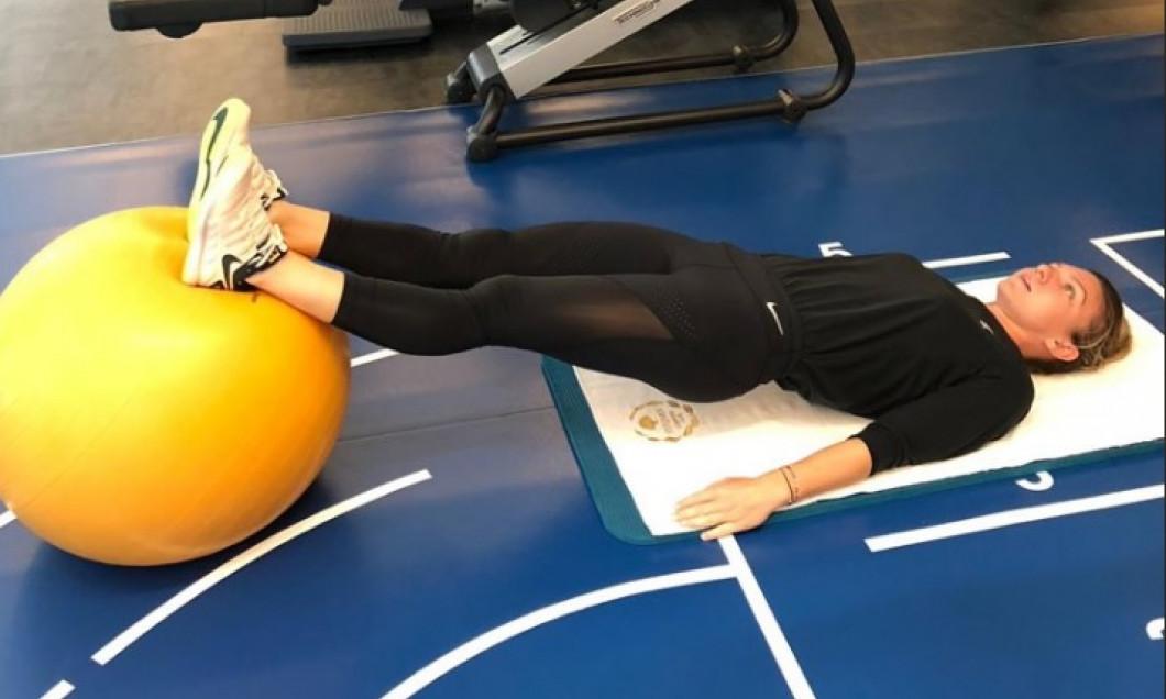 Simona Halep face exerciții în sala de forță