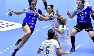 Andrea Lekic in meciul de handbal feminin dintre CSM Bucuresti si FTC Rail Cargo Hungaria, din cadrul Ligii Campionilor
