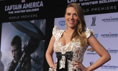 Scarlett Johansson, tatuaj excentric pe spate. Ce model a ales actrita: FOTO