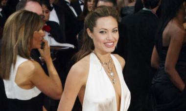 Angelina Jolie și-a expus decolteul după 5 ani de la dubla mastectomie. Cât de bine arată actrița