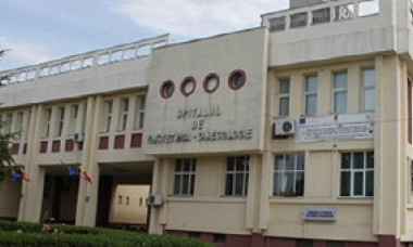 Incident cumplit la Maternitatea Ploiești. Un lift în care se aflau mai multe mame a căzut în gol de la etajul 5