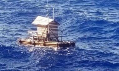 Metoda fascinantă prin care a supraviețuit un tânăr timp de 49 de zile pe o plută în Oceanul Pacific