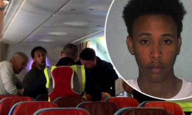Pasagerii dintr-un avion au oprit deportarea unui tânăr. Însă nu știau ce faptă cumplită comisese acesta