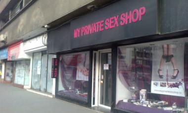 Cum arată sex-shop-ul pe care Gabriela Firea vrea să îl închidă. Reacție furioasă a proprietarei