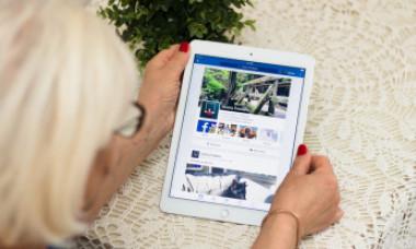 Schema prin care o româncă a fost înșelată cu 11.400 de euro pe Facebook. Cum a păcălit-o un american