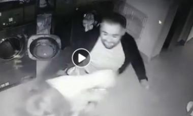 """VIDEO. Femeie bătută crunt într-o spălătorie. """"Ăsta sunt eu"""", s-a lăudat agresorul pe Facebook"""