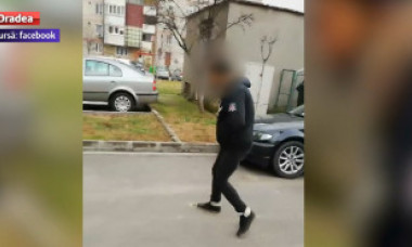 Tânăr filmat pe stradă, paralizat de un drog toxic