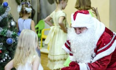 Moș Crăciun a murit la o serbare în Rusia. A acuzat dureri în piept și s-a prăbușit la pământ