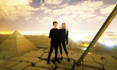Adevărul din spatele fotografiei nud de pe Marea Piramidă din Giza. Prima reacție a tânărului