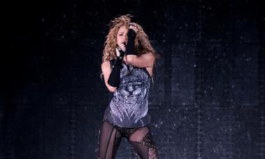 Imagini nerecomandate minorilor. Shakira, ținută transparentă la concertul din Brazilia
